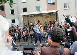 Blick auf die Bühne auf dem Ethno Pop Festivals des ASZ im Asternweg in Kaiserslautern.