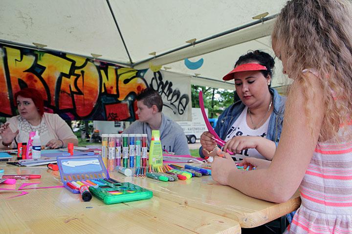 Kreatives Basteln auf dem Stadtteilfest Innenstadt-West