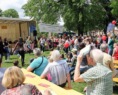 Blick auf die Bühne auf dem Stadtteilfest Innenstadt-West